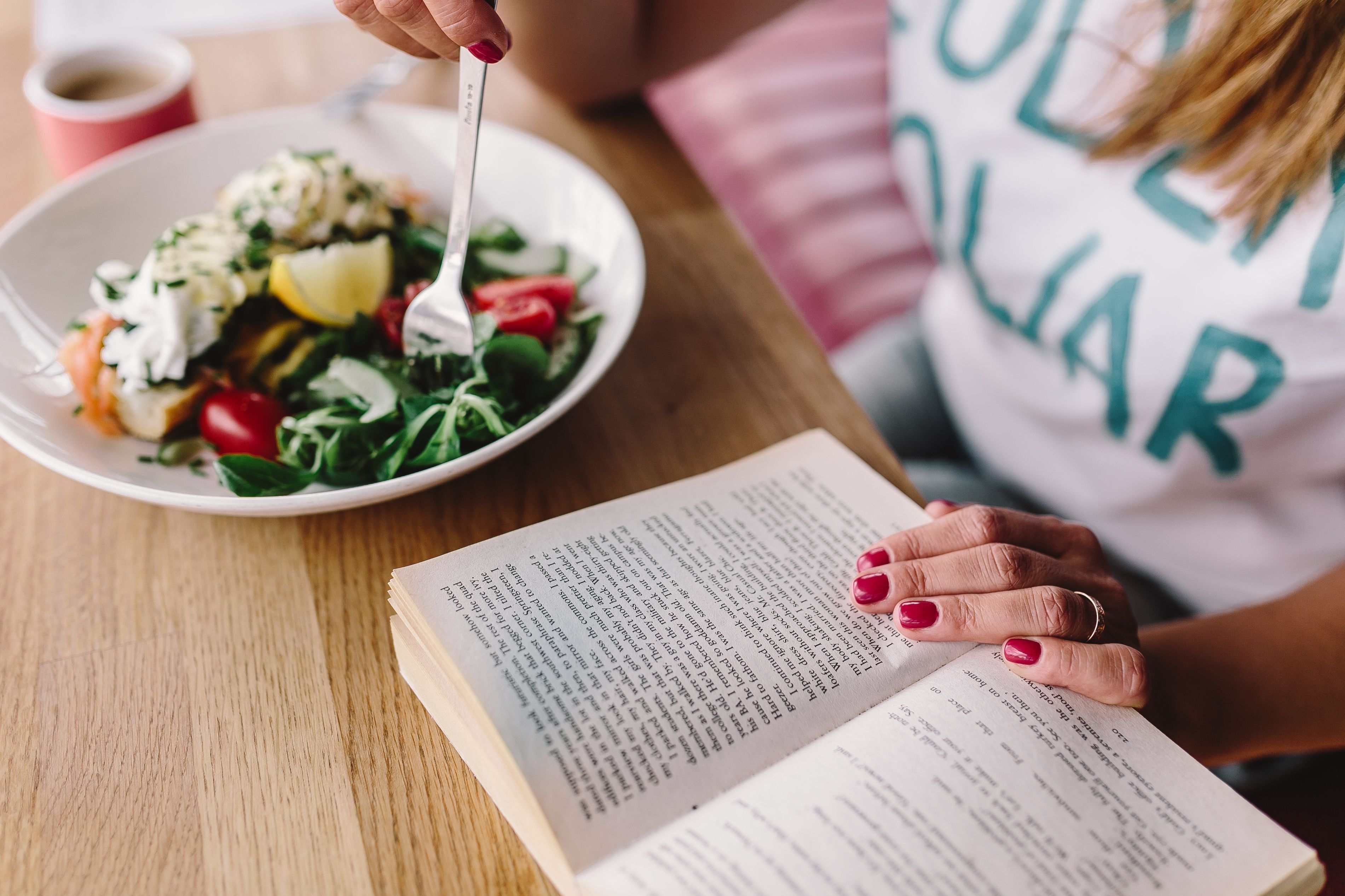 Reading while eating